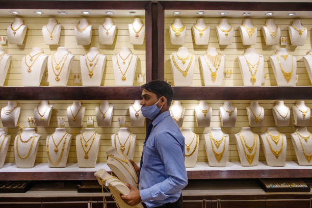 Gold price today remains weak after sharp fall, silver rates edge higher